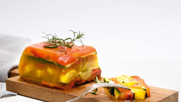 Zelenjavni žele s krompirjem in dušeno papriko (foto: Profimedia)
