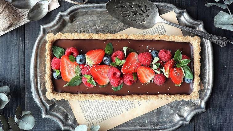 Kremna čokoladna torta s hrustljavo skorjico (vegansko, brez glutena in predelanih sladkorjev) (foto: Instagram/Mei Yee)