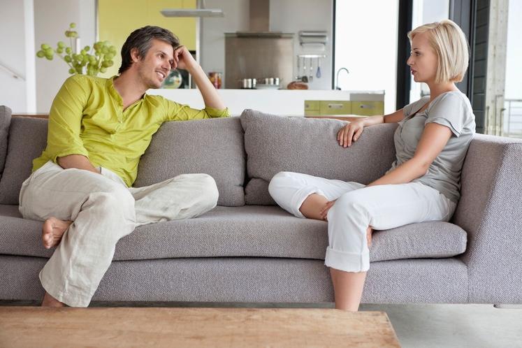 2. Da vas partner zares dobro pozna, opazite, ker … A) ...takoj začuti, če me kaj razburi. B) ...pozna vse …