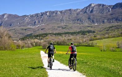 Ideja za izlet: 3 čudovite kolesarske poti, ki jih morate prekolesariti to poletje