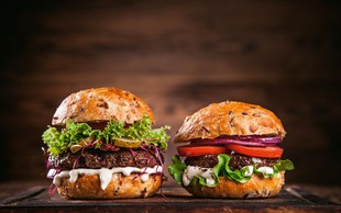 Burger s super omakico (remulado) za 4 osebe