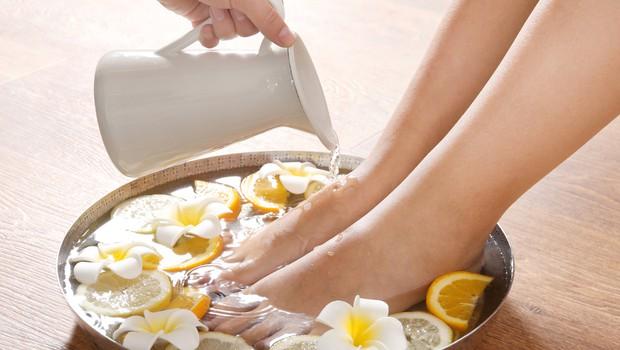 Domača sredstva za nego stopal in proti trdi koži (foto: Shutterstock)