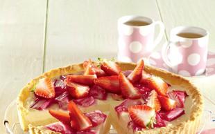 Torta z rabarbaro in jagodami