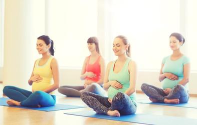 Kako telovaditi med nosečnostjo (+ video trening)
