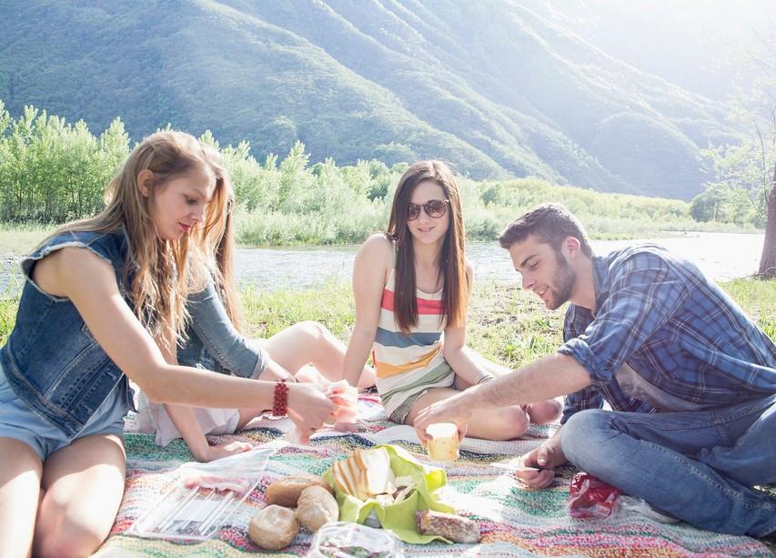 Kako poleti ostanete zdravi, ne da bi se odpovedali piknikom in zabavi?