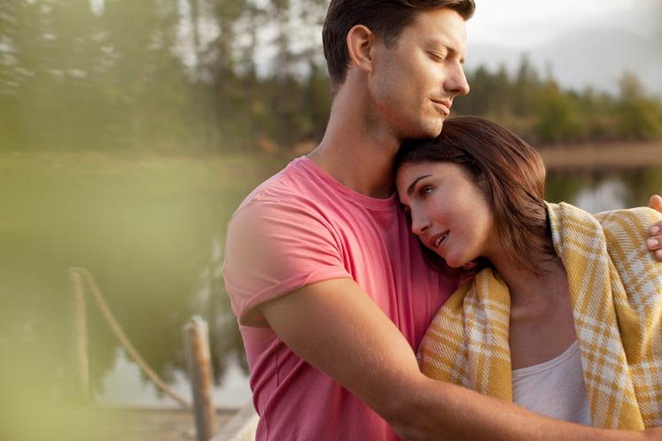 Objame in poljubi, ne da bi pričakoval dogajanje med rjuhami Čeprav intimnost povezuje in z njo utrjujeta odnos, vas pogosto …