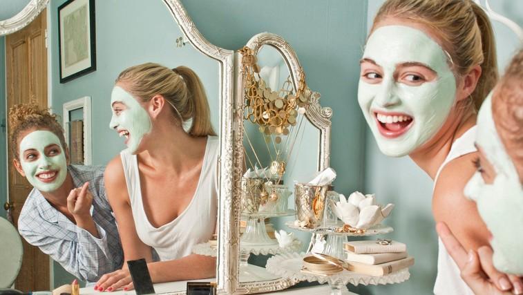 3 maske za obraz za suho, mešano in razdraženo kožo  (z le 3 sestavinami) (foto: profimedia)