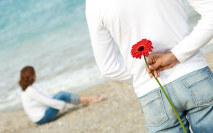Romantične geste, ki  lahko dosežejo nasproten učinek