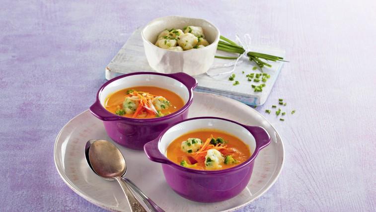 Korenčkova juha z drobnjakovimi cmočki (foto: Profimedia)