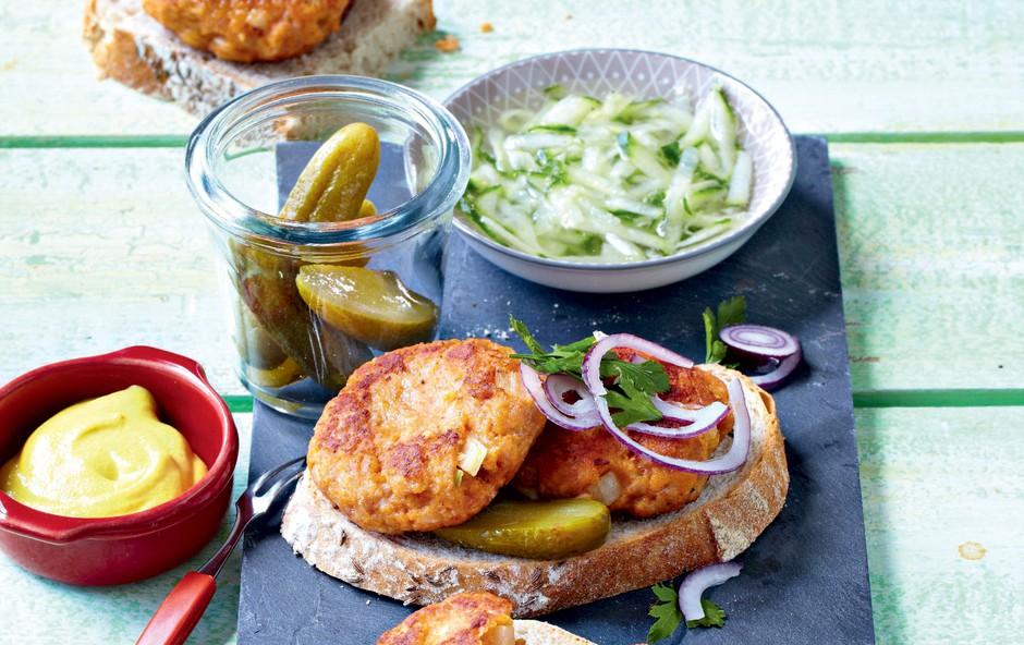 Burger iz zajčjega mesa s kumarično solato (foto: Profimedia)