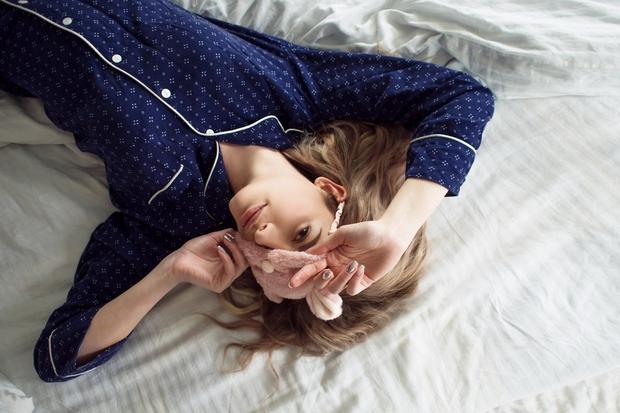 Naspite se Nereden odhod v posteljo in premalo nočnega počitka škodi telesu, ki nima časa, da se spočije in pripravi …
