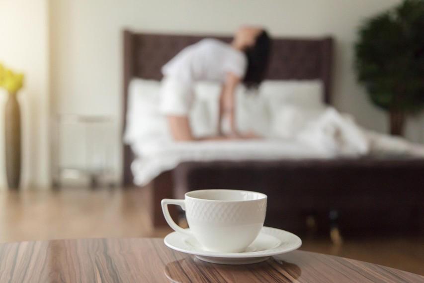 Jutranja telovadba v postelji (+ recepta za 2 okusna napitka, ki dopolnita zajtrk)