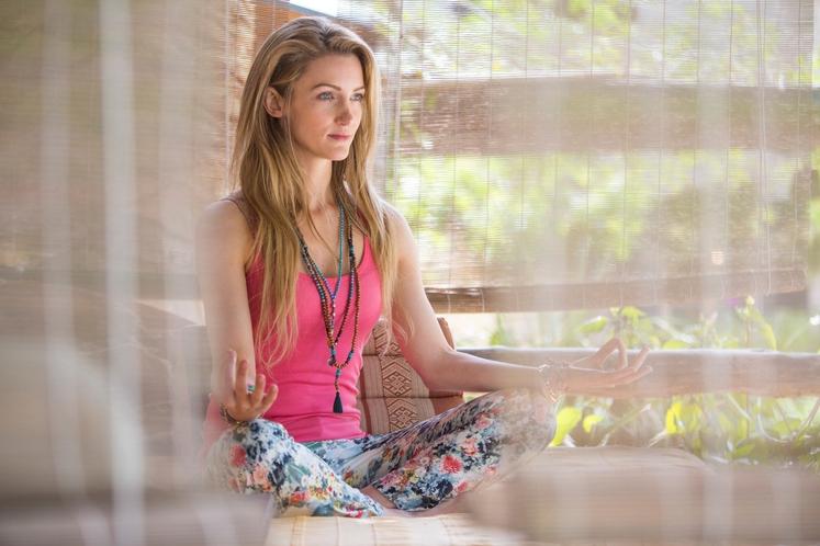 Dan vedno začnite z meditacijo ali raztezanjem Meditacija vas ne bo le umirila, pozitivno vpliva tudi na krvni tlak, imunski …