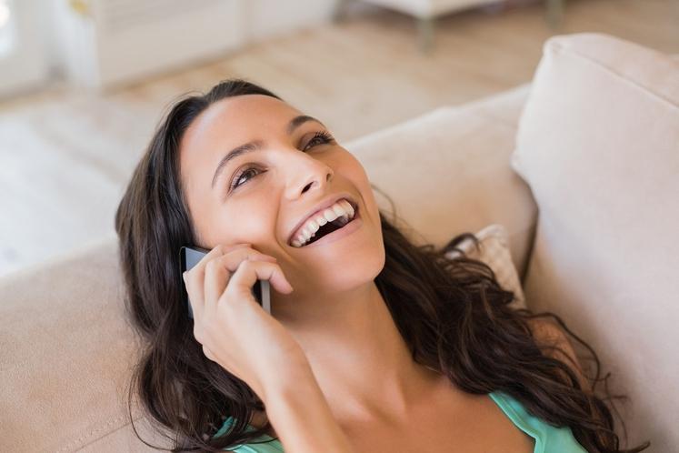 Pozabite na družbena omrežja in se dejansko pogovorite s prijateljico ali prijateljem, babico, sodelavcem … Pokličite jo/ga. To naredite vsaj …