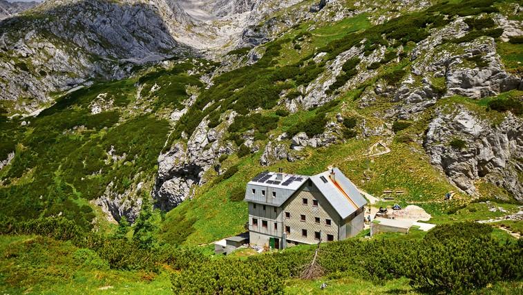 Planinske koče so do nadaljnjega zaprte (+ poziv vsem alpinistom, turnim smučarjem, kolesarjem in ljubiteljem gora) (foto: Shutterstock)
