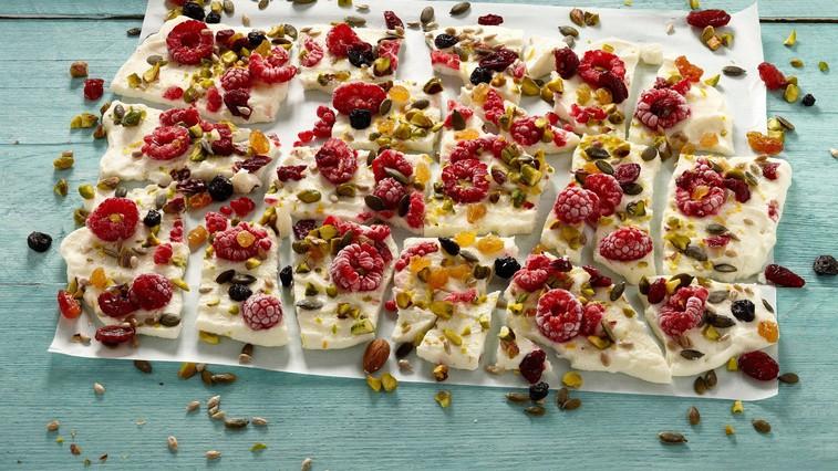 Domač prigrizek: Sadne jogurtove tablice (foto: profimedia)