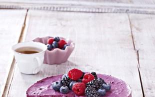 Tribarvna skutna torta z borovničevo smetano