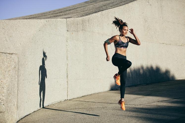 PREVEČ KARDIO VADBE Če boste večkrat tedensko izvajali naporno kardio vadbo, na primer visoko intenzivno vadbo (HIIT), ne boste opazili …