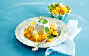 Eksotični desert s sadjem