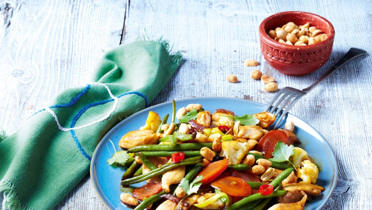 Piščanec z zelenjavo in arašidi (foto: Profimedia)