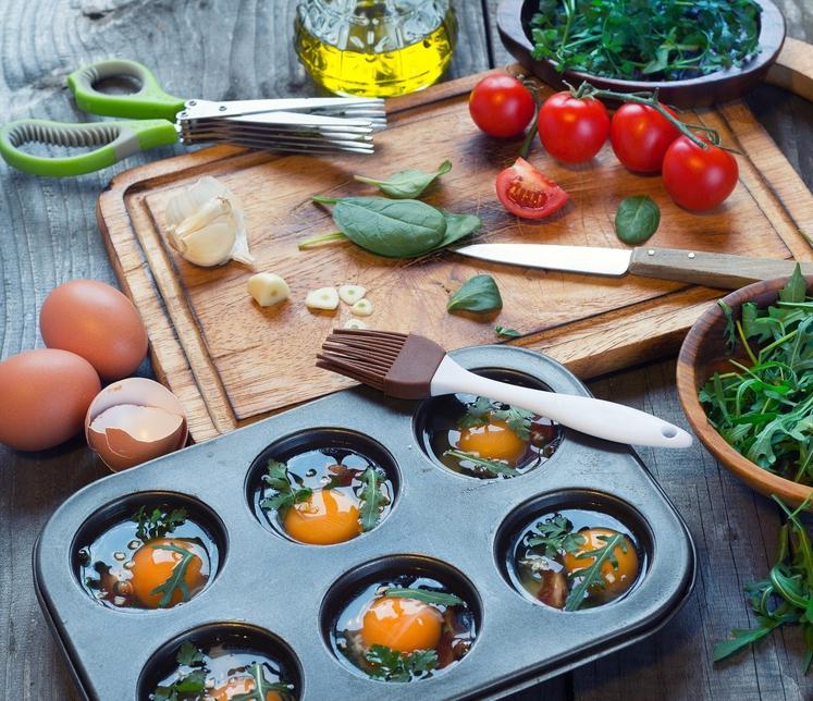 TAKOS MUFFINI Iz takosov naredite majhne 'posodice' in vanje vbijete jajce, ki mu dodate zelenjavo in sir. Za pripravo potrebujete: …