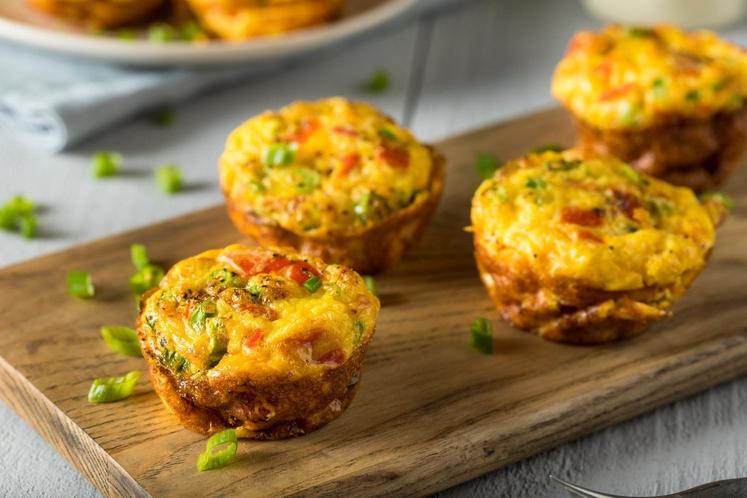 Muffini iz jajc, ki so pravzaprav nekakšne mini omlete, so hitro pripravljeni, bogati z beljakovinami in vlakninami (odvisno od dodatkov) …