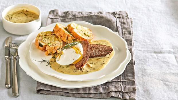 Cmoki s pljučno pečenko v omaki iz koprca in poširanim jajcem (foto: Profimedia)