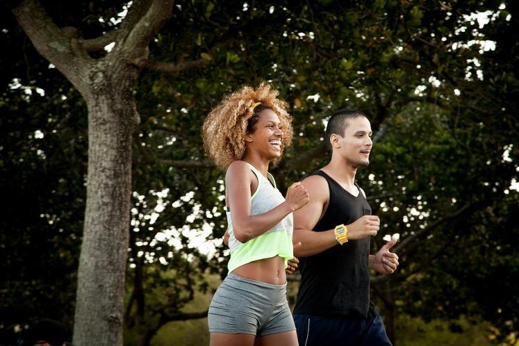 Osredotočite se na tehniko teka Kadar se osredotočate na pravilno tehniko teka, avtomatsko tečete počasneje, saj morate spremljati gibanje telesa, …