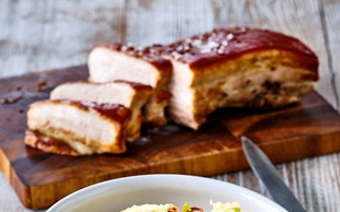 Krompirjevi cmočki s pečeno svinjino