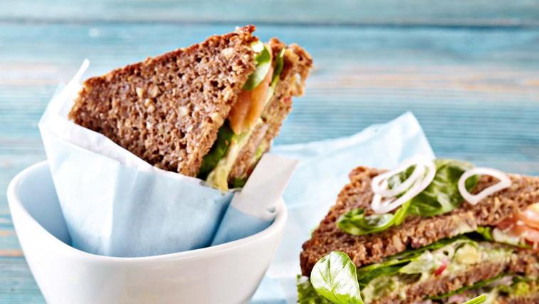 Lososov sendvič z avokadom (foto: Profimedia)