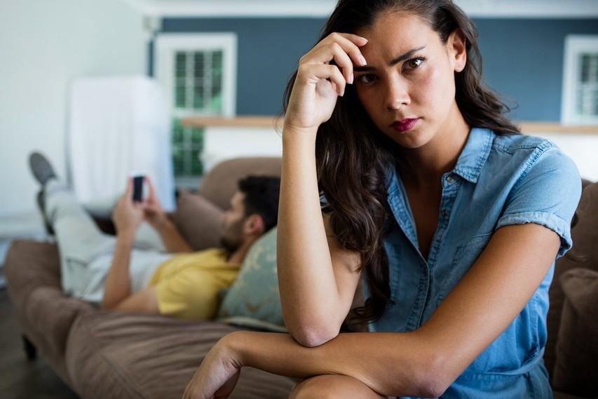 Zaskrbljujoči načini, na katere stres škoduje vašemu razmerju