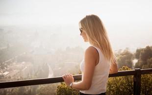 Kaj sproži socialno anksioznost in kakšni so njeni znaki?