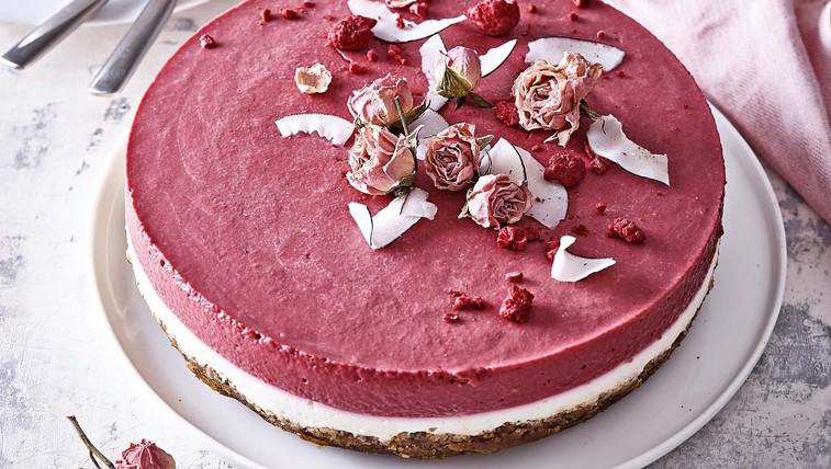Skutna torta z rdečo peso (brez peke) (foto: Profimedia)