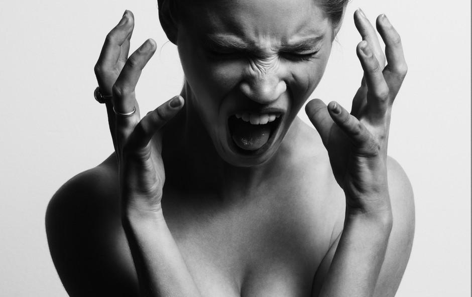 Dva načina, kako se soočiti z jezo v službi in doma (foto: Gabriel Matula, Unsplash)