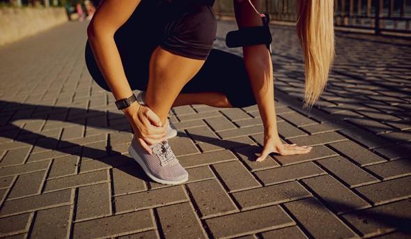Tečemo: Zakaj bolijo kolena in zakaj med tekom pride do poškodb?
