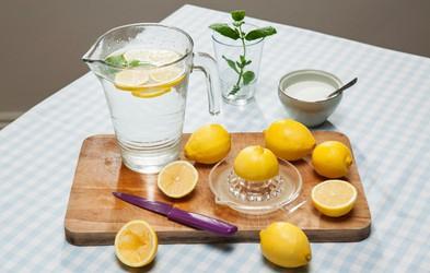 Kako uživanje vode z limono vpliva na kožo?