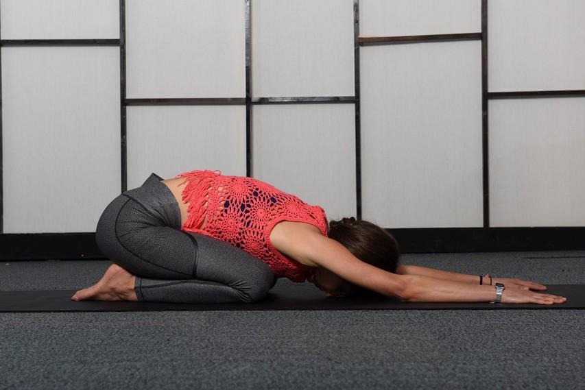 Položaj otroka: počivanje, ki razteguje hrbtenico!