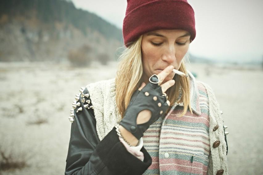 7 načinov na katere kajenje škodi videzu in zdravju