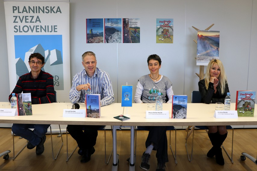 Knjižne novosti Planinske založbe so predstavili Jože Drab, Gorazd Gorišek, Mojca Stritar Kučuk in Kristina Menih