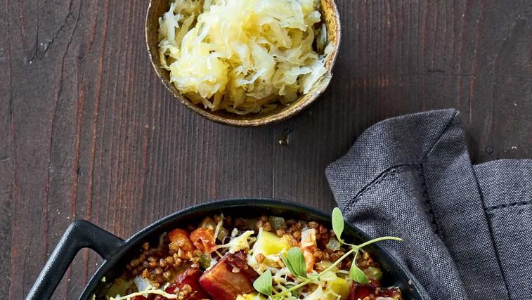 Ajdova ponev s krompirjem in prekajenim mesom (foto: Profimedia)