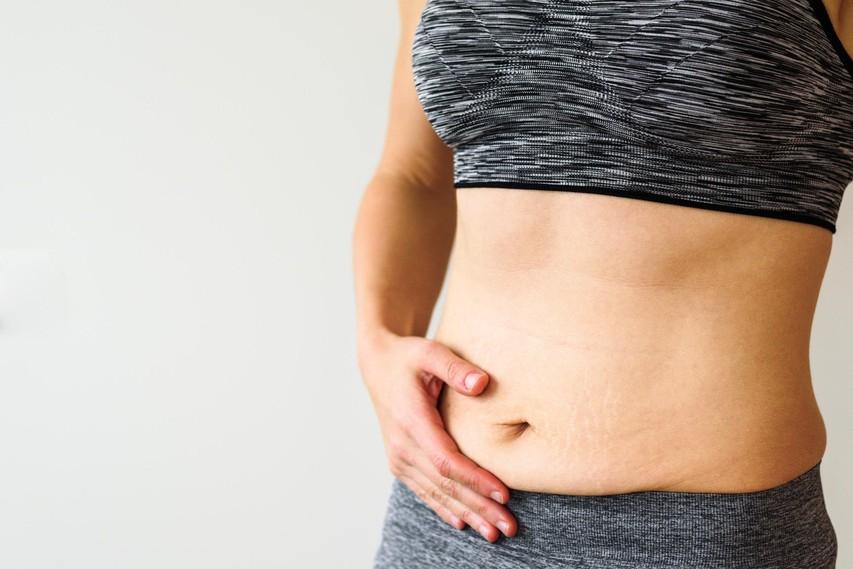 4 dejavniki, ki so krivi za maščobne obročke okrog trebuha (in kako lahko ukrepate)