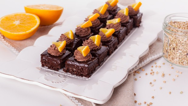 Slasten recept: Pečen čokoladni kolač z ajdovo kašo in ganachem (foto: Ana Žontar Kristanc)