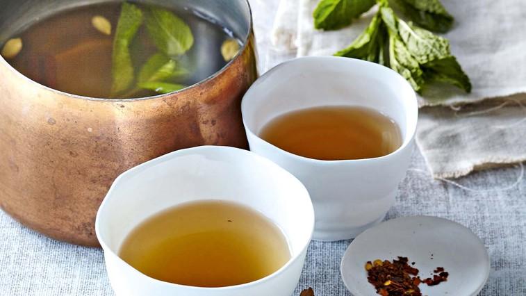 Pikantni metin čaj s cimetom in kardamomom (foto: Profimedia)