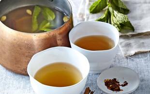 Pikantni metin čaj s cimetom in kardamomom