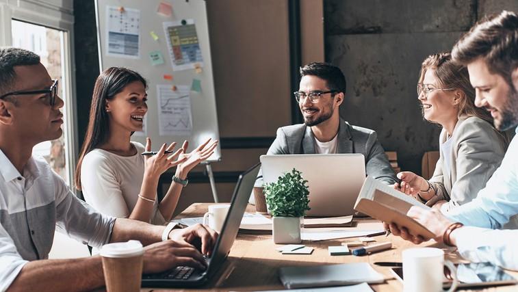 Kako lahko smeh izboljša produktivnost na delovnem mestu? (foto: profimedia)