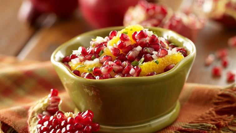 Slasten recept: Zimska sadna salsa s cimetovim čipsom (foto: Profimedia)