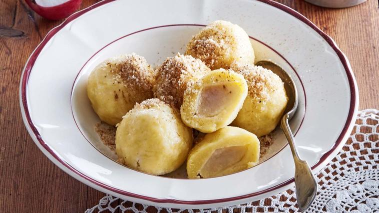 Jabolčni cmoki iz krompirjevega testa (foto: Profimedia)