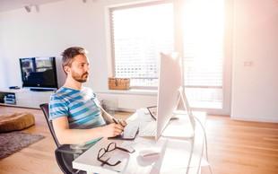 Kako večurno sedenje vpliva na zadnjico? (in celo telo)