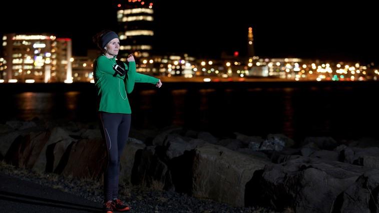 Nasveti, da boste v zimskih jutranjih in večernih urah varni uživali v hoji in teku (foto: Profimedia)