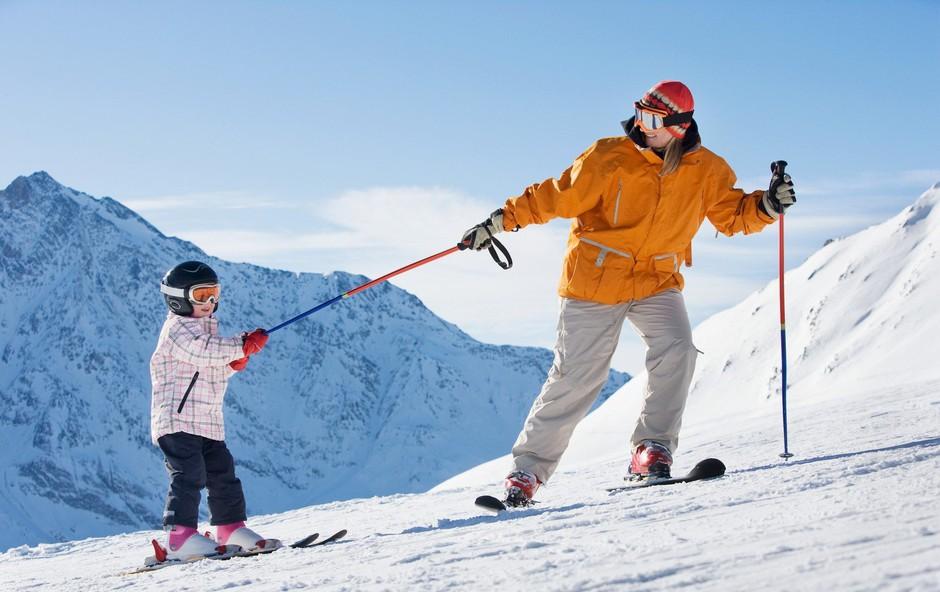 Sledimo stopinjam naših staršev: Otroka bom naučil smučati! (foto: profimedia)